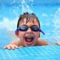brisbane-kids-swimming-in-a-public-pool