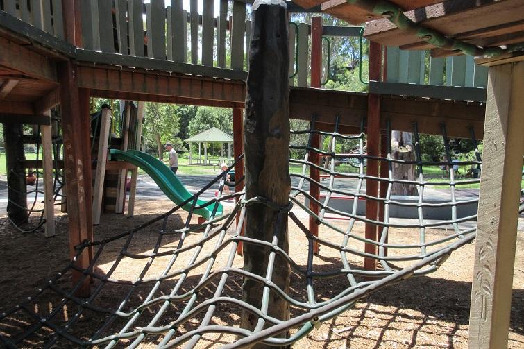 Kalinga Park netting, rope climb