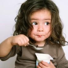 brisbane-child-eating-yoghurt