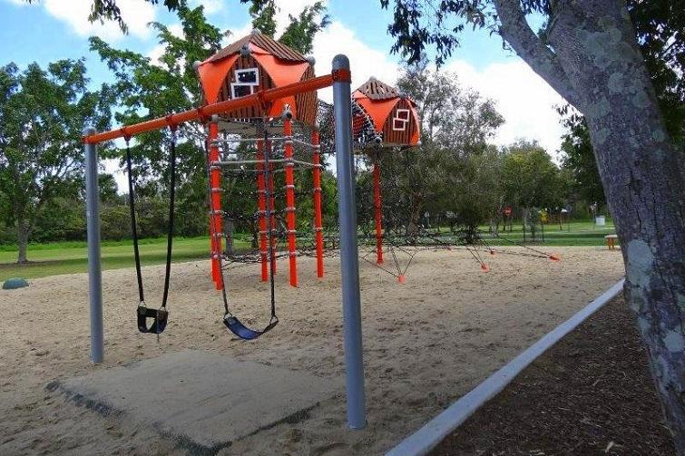 crestmead playground swings