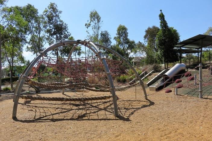 girraffe playground features