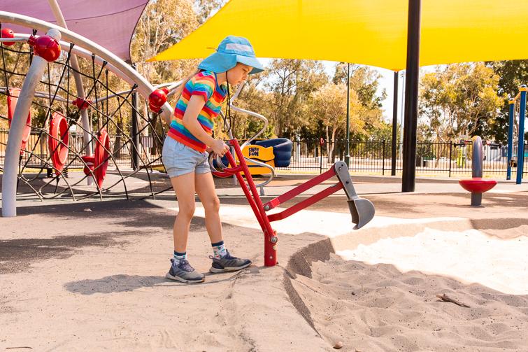 Hawthorne Park digger fun