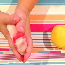 How to make surprise colour play dough