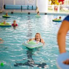 kids learning to swim at Jindalee