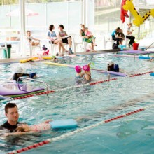 learn to swim instructor
