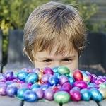 doler kids hunting easter eggs