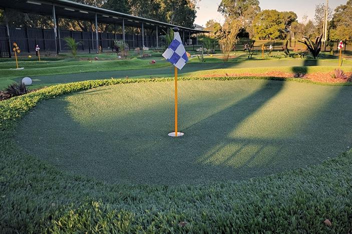 mount gravatt mini golf