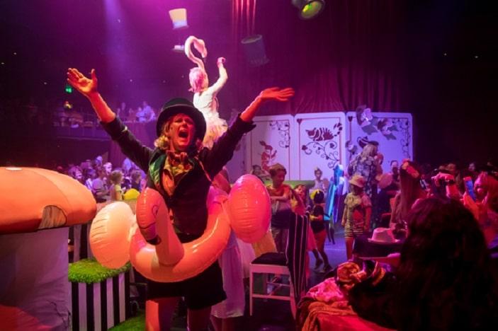 Alice in wonderl;and caterpillar Funatoruim Mad hatter's tea party