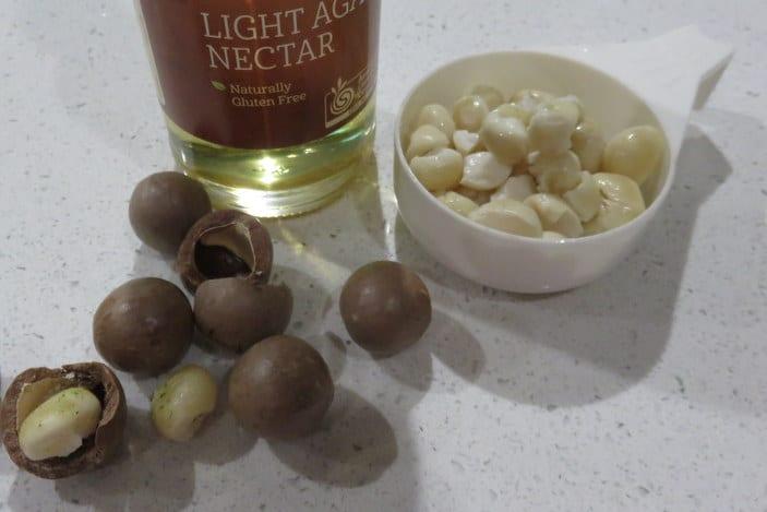 Ingredients for macadamia cream