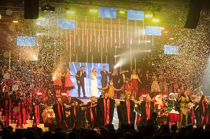 Christmas lights concert, carollers, show, Santa, Christmas show