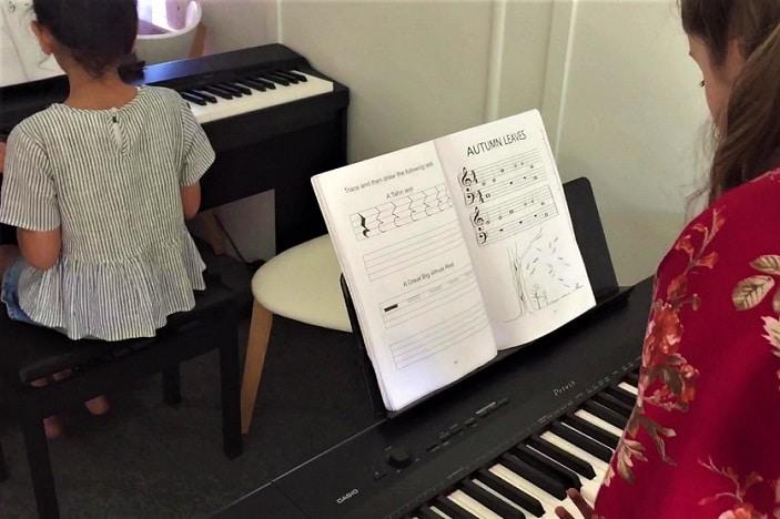 child at piano lessons, piano class, music class brisbane