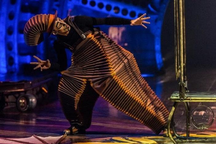 Kurious cirque du soleil performer