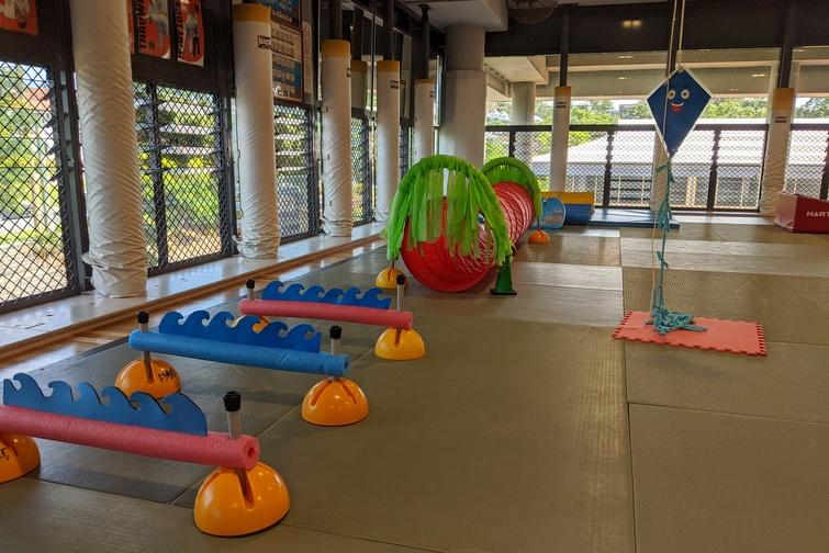 Preschooler obstacle course at kindergym
