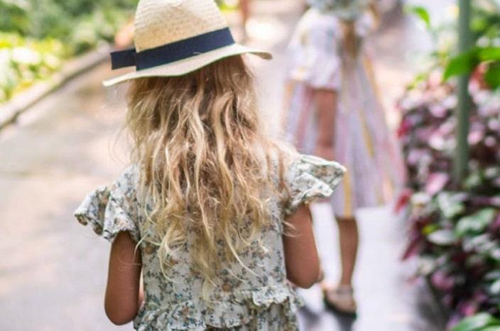 Poke- tanical hunt Botanic gardens, girls wandering through the gardens