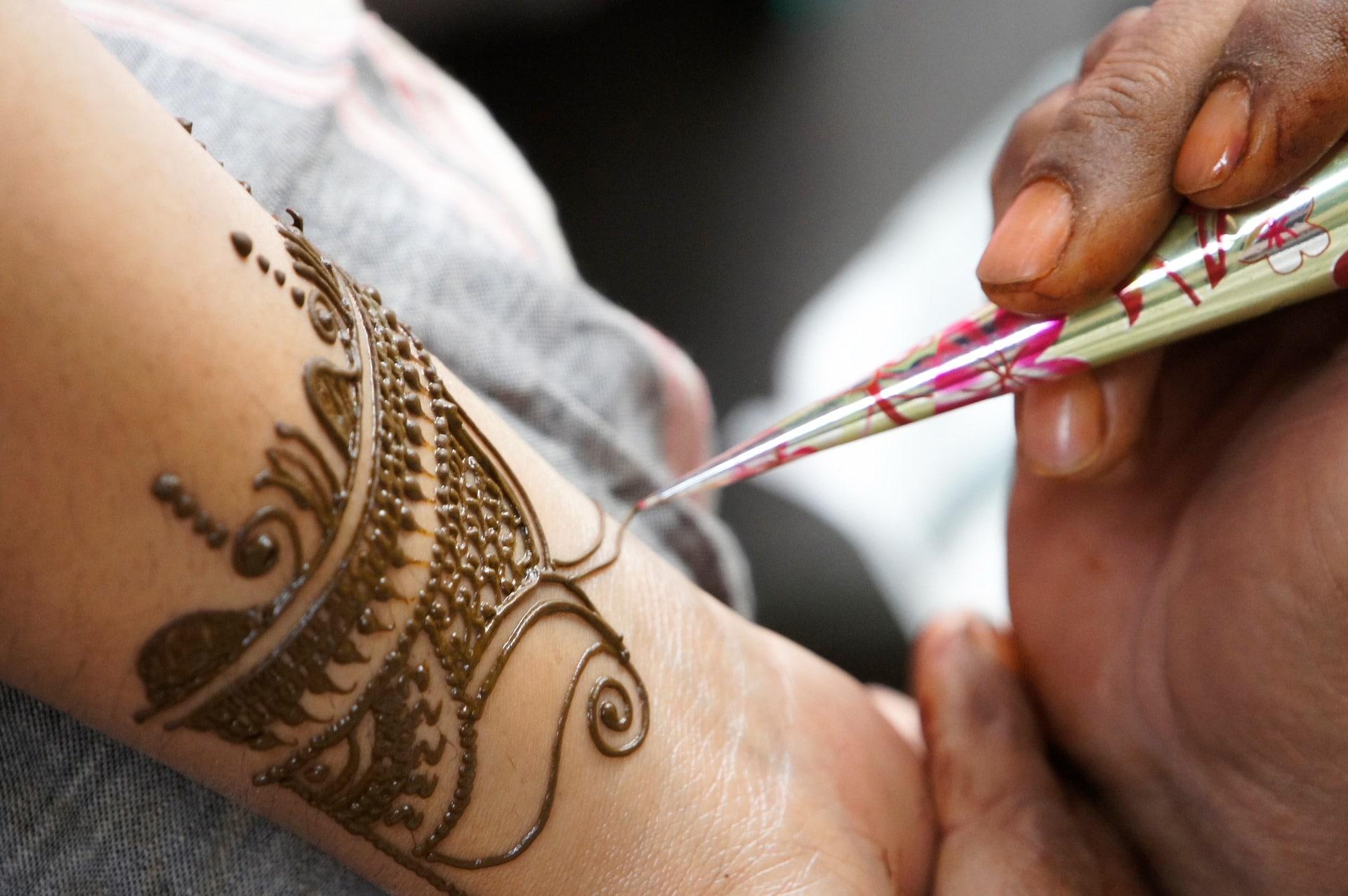 Henna Tattoo, getting a henna tattoo