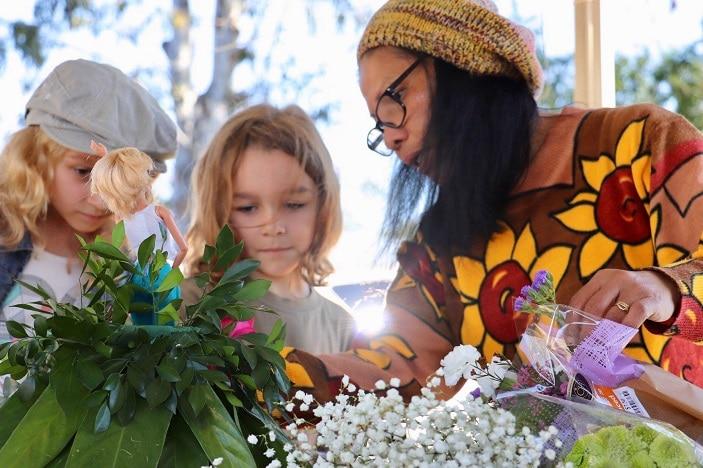 love dayboro arts festival, artist and children working together, flower art, art workshops for kids