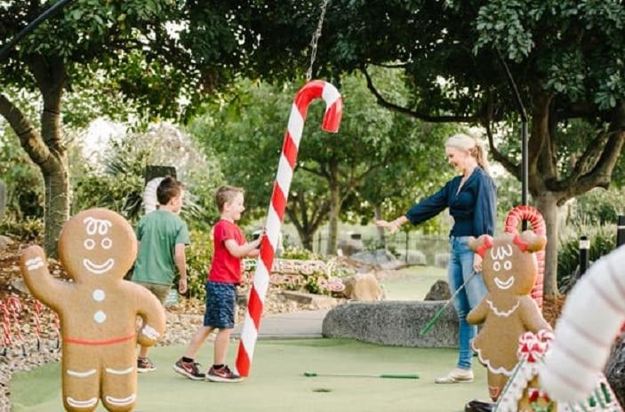 Christmas-comes-to-victoria-parks-putt-putt-course-brisbane, Christmas putt putt