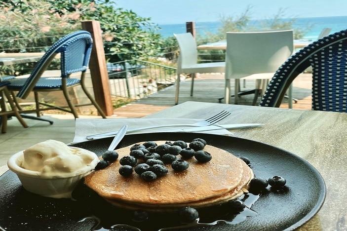 banana pancakes at Manta Ray Bistro