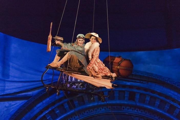 Cirque du Soleil aerial performers