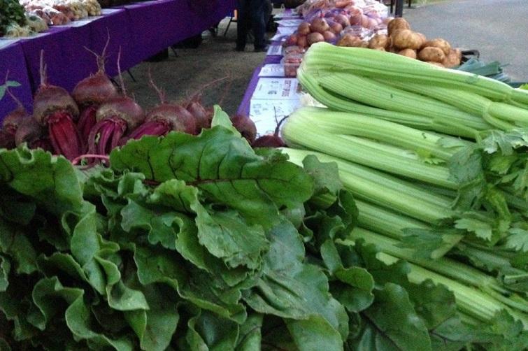 Brookfield Markets farmers market