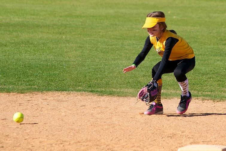 child playing softball