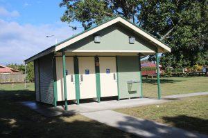 public toilet block meadowlands park