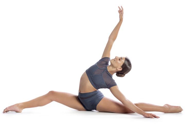 Dancer on the floor doing the splits