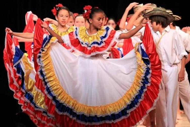 children dancing in Spanish attire