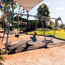 Aura treehouse swing