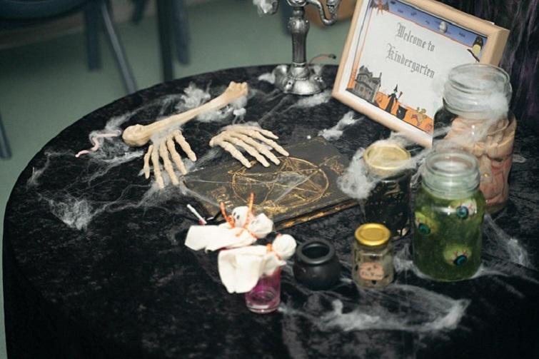 halloween spooky items